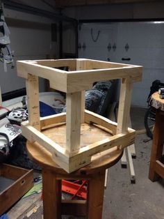 Table de salon carrée en cours de construction!