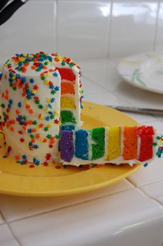 """Rainbow Birthday Cake...I'm so going to do this for Madelyn's first birthday! """"Somewhere over the rainbow..."""""""