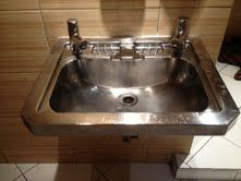 LOOKING FOR A BASIN LIKE THIS.... Wet Rooms, Taps, Basin, Room Ideas, Mood, Shower, Outdoor, Home Decor, Rain Shower Heads