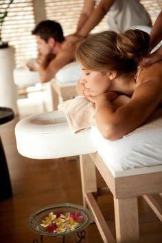End your week in the best possible way with a soothing massage // Terminez votre semaine de la meilleure façon possible avec un massage apaisant