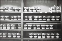 Comment se débarrasser de ces étiquettes qui nous collent à la peau! Liquor Cabinet, Photo Wall, Music Instruments, Home Decor, Photograph, House Bar, Interior Design, Home Interior Design, Home Decoration