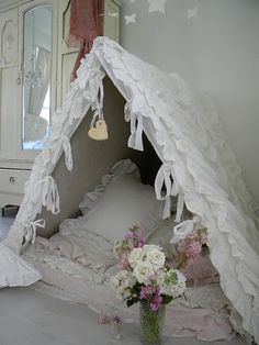 Think our daughters would love a bed(room) like this ...
