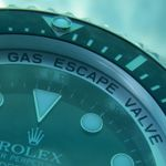 Find more great articles on: http://gadget-help.com http://www.watchtime.com/blog/dive-watch-wednesday-saturation-diving-helium-valves-and-extreme-dive-watches/