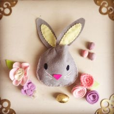 free tutorial and template to make this very simple quick and easy felt bunny treat bag Easter Felt Bunny, Easter Bunny, Happy Easter, Felt Crafts, Easter Crafts, Dyi Crafts, Easter Decor, Diy Fleur, Making Easter Eggs