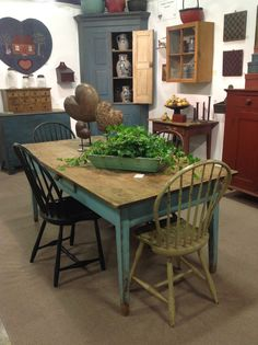Heart of Country Antique Show  want my dining room to look like this!!