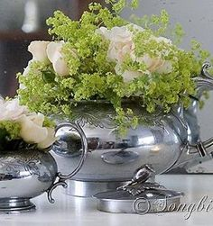 Easy and quick decoration with fresh flowers in a vintage teapot and sugar pot.  http://www.songbirdblog.com