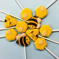 Summer means flowers and flowers means bees! You will love our bee and honeycomb pops!
