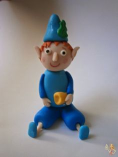 Make me a cake: Elf Ben gumpaste figure tutorial Ben And Holly Party Ideas, Ben And Holly Cake, Ben E Holly, Cake Topper Tutorial, Fondant Tutorial, Cake Toppers, 3rd Birthday Cakes, Third Birthday, Birthday Ideas