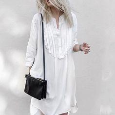 W h i t e . M i n i m a l i s m . b y . F i g h t n y #damoy #minimal #dress shop at www.damoyantwerp.com #minimalism #allwhite #monochrome @figtny