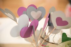 Wedding table deco - Paper hearts Laura Delune photography