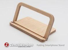 ZenziWerken | Faltbarer Smartphonehalter aus Birke, aufgestellt