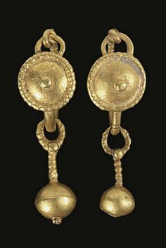 A PAIR OF ROMAN GOLD EARRINGS CIRCA 1ST-3RD CENTURY A.D.