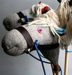 caballo hecho con media y palo de escoba