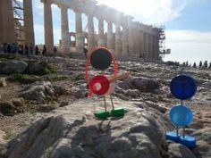 Προφανώς η Αθήνα δεν ήταν πάντα έτσι! Με δεδομένη τη σημερινή θέση του βράχου ……Ή η «Ακρόπολη» μετακινήθηκε προς το κέντρο της Αθήνας ή η Αθήνα καθώς επεκτάθηκε ως πόλη, αγκάλιασε την «…