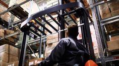 Nueva  BT Reflex Serie B  La carretilla retráctil  BT Reflex serie B trae la valiosa simplicidad, seguridad y eficacia, que son esenciales en aplicaciones básicas de las carretillas. Adaptadas específicamente para la manipulación de materiales que implica una altura de elevación de hasta 8.5 metros, y que cuenta con características muy fiables en las operaciones que también requieren de un conductor multitarea.