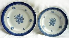 Wedgwood plates - great to add to an existing set or you can use them as a small set - 2 dinner plates and 2 side plates. Beautiful!