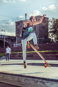 Deborah Keser Photo by Maria Arndt Skate Girl, Female Knight, Electric Skateboard, Skate Style, Skateboard Girl, Longboarding, Tomboy Fashion, Skateboards, Urban Fashion