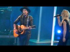 ▶ Waylon & Ilse DeLange - Giving up easy (Carré 8/2/2014)