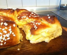 Recipe Vanillecremebrötchen by Asmodia, learn to make this recipe easily in your kitchen machine and discover other Thermomix recipes in Backen süß. Sweets Recipes, Just Desserts, Baking Recipes, German Baking, Sweet Bakery, Different Cakes, Sweet Bread, No Bake Cake, Love Food