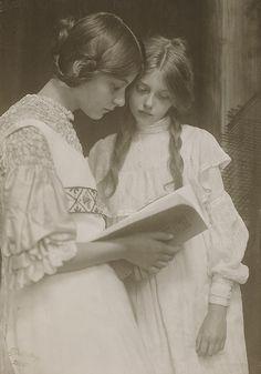 Gertrude und Ursula Falke. by Preus museum, via Flickr