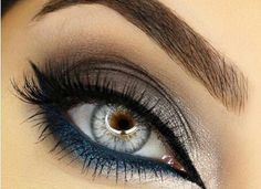 Love the navy and taupe eyeshadow combination