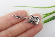 wholesale-8/pcs Guitar Charms  Silver Tone  by wholesaleretail