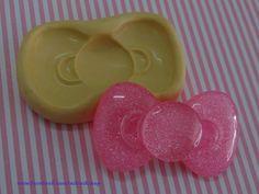 Kitty's bow!! Moldes aprobados por la FDA para alimentos!! Decoración súper fácil de cakes y cupcakes. También para pasta francesa, Fimo-Sculpey y resina. Hacer joyería, embelishments, cabuchones. Kawaii & decoden
