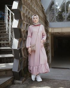 Beauty is not just about what we put on our heads or on our faces or what we wea Abaya Fashion, Muslim Fashion, Modest Fashion, Girl Fashion, Fashion Outfits, Casual Hijab Outfit, Hijab Chic, Casual Dresses, Hijab Abaya