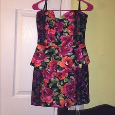 Zings dress. Floral print Zinga dress with black lace size medium Dresses