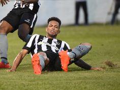 BotafogoDePrimeira: Botafogo perde Luis Ricardo e corre contra o tempo...