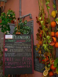 Dolci, frutta, miele... and much more under the Sicilian sun