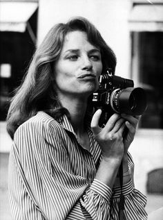 British actress Charlotte Rampling tries out a new career as a fashion photographer at the ready-to-wear show of Parisian couturier Christian Charrat. Get premium, high resolution news photos at Getty Images Charlotte Rampling, Fashion Mode, Tomboy Fashion, Tomboy Chic, Tomboy Style, 70s Style, Vanity Fair, Twiggy, Jean Michel Jarre