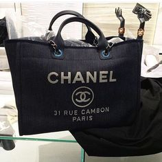 Chanel-Deauville-Tote-Bag-For-Cruise-2016-Collection-7