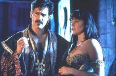 Autolycus and Xena-- lookit these two fantastic masterminds. >w