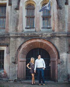 Stylish downtown Charleston engagement portraits. | Photography by Charleston husband & wife engagement photographers, @billiejojeremy. . . . #southernengagement #charlestonbride #charleston #engagement #portraits #charlestonengagement #engaged #charlestonweddingphotographer #billiejoandjeremy