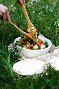 "Leckeres Quinoa-Rezept von ""Mein Leckeres Leben"" direkt hier zum Nachkochen #handgefertigt #handmade #pottery #tableware #deko #interior #inspo #madeinaustria #craftmanship #rezept #rezeptidee Halloumi, Quinoa Salat, Pure Products, Yellow, Inspiration, Natural Foods, Meals, Hand Painted Dishes, Quinoa Recipe"