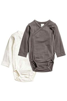2-pack pima cotton bodysuits: BABY EXCLUSIVE/PREMIUM QUALITY. Long-sleeved, wrapover bodysuits in soft, fine jersey made from pima cotton with press-studs at the side and at the crotch.