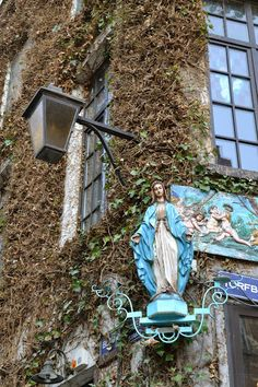 Lifestyle - Antwerpen, city of the Madonna's (over 200 street-corner madonna's)