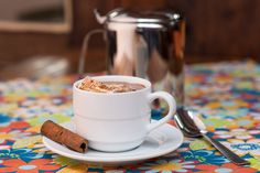 Sucesso garantido: chocolate quente com minimarshmallows. Delícia.