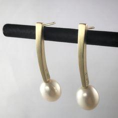 Gold and pearl earrings • drop pearl earrings • wedding jewellery • bridal jewellery • wedding