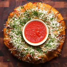 Lasagna Party Ring Recipe by Tasty Lasagne Party Ring Rezept von Tasty Pasta Recipes, Appetizer Recipes, Dinner Recipes, Cooking Recipes, Lasagna Recipes, Appetizer Party, Cooking Pasta, Cooking Utensils, Lasagna Party Ring Recipe