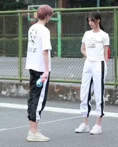 Matching Couple Outfits, Matching Couples, Punk Rock Outfits, Edgy Outfits, Kpop Couples, Cute Couples, Pop Punk Fashion, Batman Outfits, Asian Street Style
