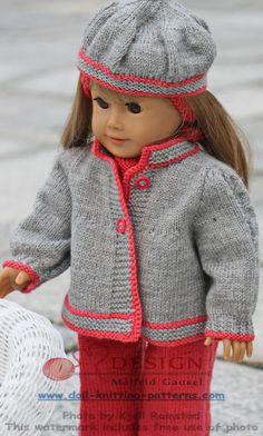 """Jeg fant ut at grått var en god farge til å kombinere med. Derfor strikket jeg denne enkle jakken med korall røde kanter og fletter langs ermene. Enkel og grei til å ha utenpå dressen. Målfrid  17-18"""" doll pattern not free"""