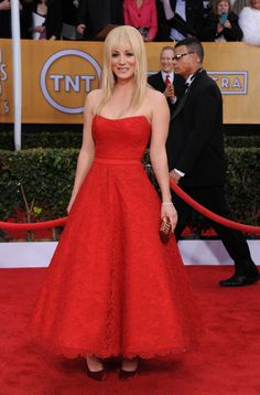 #KaleyCuoco in #RomonaKeveza at the 2013 SAG Awards... The dress is cute...but the shoes? No.