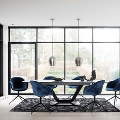 Dining tables - Alicante table with supplementary tabletop - BoConcept Furniture Upholstery, Dining Room Furniture, Dining Chairs, Boconcept, Alicante, Furniture For You, Furniture Design, Luxury Dining Room, Composition Design