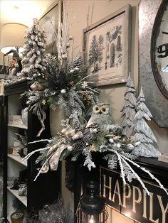 100 Elegant Christmas Decor that& Fit Your Budget - Ethinify Elegant Christmas Decor, Christmas Swags, Woodland Christmas, Country Christmas, Winter Christmas, Christmas Time, Christmas Flower Arrangements, Christmas Centerpieces, Christmas Tree Decorations