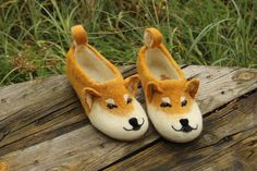 Dogs Shiba Inu red slippers, handmade eco wool flat shoes/toy, natural felting, felted animals, all- Red Slippers, Felted Slippers, Felt Shoes, Baby Shoes, Foam Crafts, Craft Foam, Felt Animals, Funny Animals, Shiba Inu