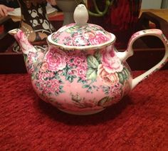 Edwardian Collection Teapot In Pink Floral From England. Calling a certain Ashley, please stand up. Pink Teapot, Cute Teapot, Tee Kunst, Teapots And Cups, Tea Art, Vintage China, Vintage Teapots, Tea Service, My Cup Of Tea