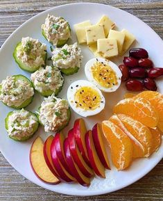 Snack plate for lunch today. Cucumber slices 🥒 with dill chicken salad made with leftover rotisserie chicken, plain whole milk yogurt,… Healthy Meal Prep, Healthy Snacks, Healthy Eating, Healthy Recipes, Snacks Recipes, Protein Recipes, Vegan Protein, Recipes Dinner, Potato Recipes