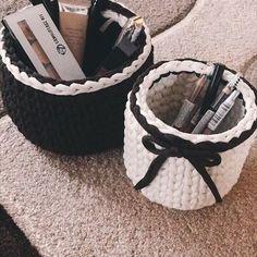 Это наши корзиночки в уютном новом доме!  За фото благодарю @naska7770  #kate_s_crochet #handmade #homedecor #интерьерныекорзинки #трикотажнаяпряжа #трикотажнаяпряжаукраина
